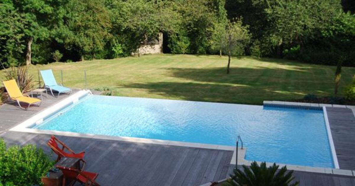 La goulotte de piscine syst me indispensable pour for Renovation piscine miroir