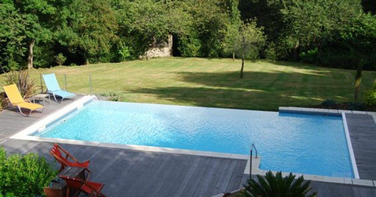 La goulotte de piscine syst me indispensable pour piscines miroir et d bo - Photo piscine miroir ...