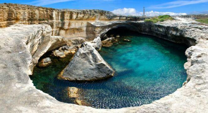La grotte de la poésie, à Rocha Vecchia en Italie