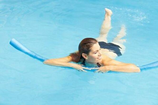 "La kinésithérapie en piscine<span class=""normal italic petit"">© Robert Kneschke - Fotolia</span>"