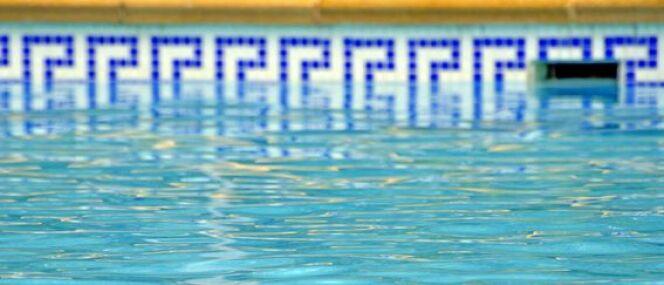 """La ligne d'eau de votre piscine<span class=""""normal italic petit"""">© neftali - Fotolia.com</span>"""