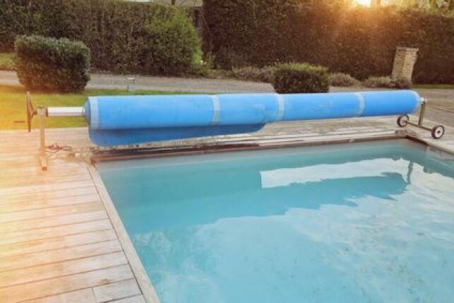 La manivelle d'une bâche de piscine