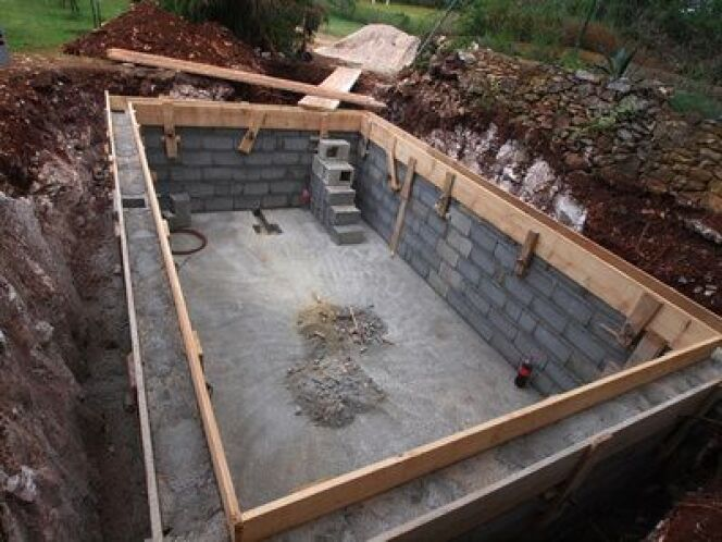 La m t o un obstacle au chantier piscine for Construire un local technique pour piscine en parpaing