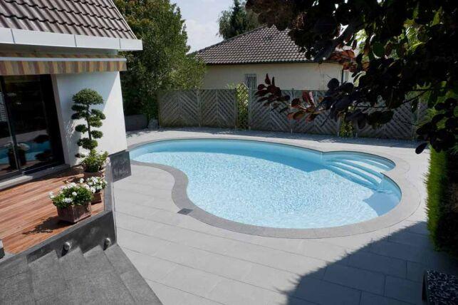 La mini piscine Céline trouve sa place sur les terrains résidentiels urbains