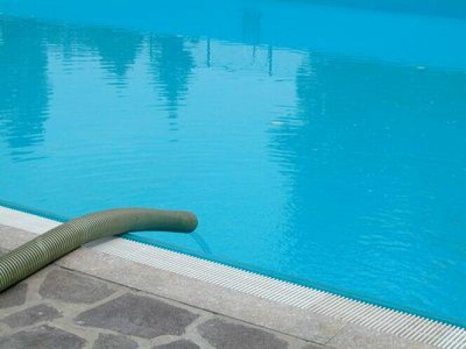 "La mise en route de la piscine <span class=""normal italic petit"">© Crisferra - Fotolia.com</span>"