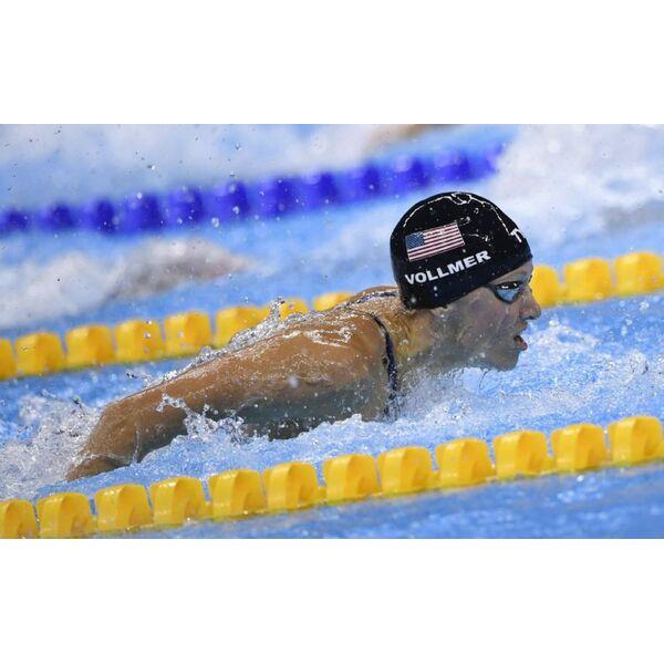 Impressionnant elle nage en comp tition enceinte for Accouchement en piscine