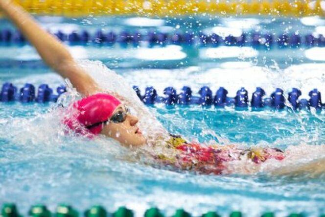 """La natation : découvrir les bienfaits et les plaisirs de la nage <span class=""""normal italic petit"""">© yanlev - Fotolia.com</span>"""