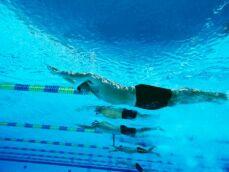 La natation pour travailler ses abdos