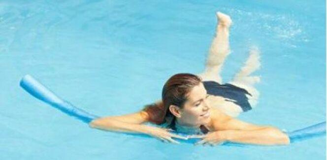 """La natation, un sport détente complet et doux pour retrouver la forme après la grossesse<span class=""""normal italic petit"""">© Robert Kneschke - Fotolia.com</span>"""
