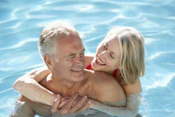 """La natation, un sport idéal pour les seniors<span class=""""normal italic petit"""">© Monkey Business - Fotolia</span>"""