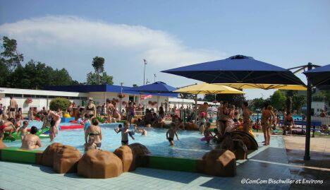 """La pataugeoire de la piscine de Bischwiller<span class=""""normal italic petit"""">© ComCom Bischwiller et Environs</span>"""