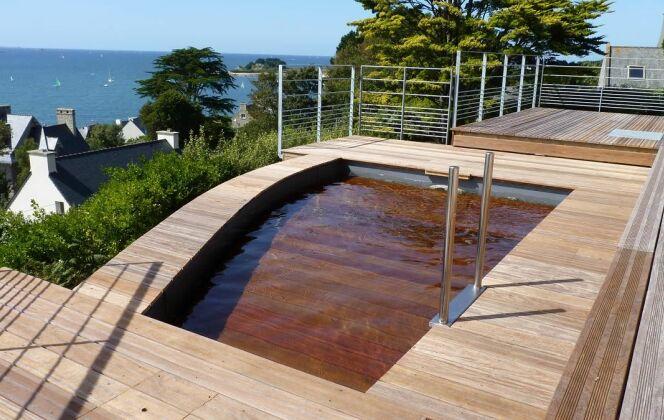 Piscine à fond mobile avec revêtement en bois © L'Esprit piscine