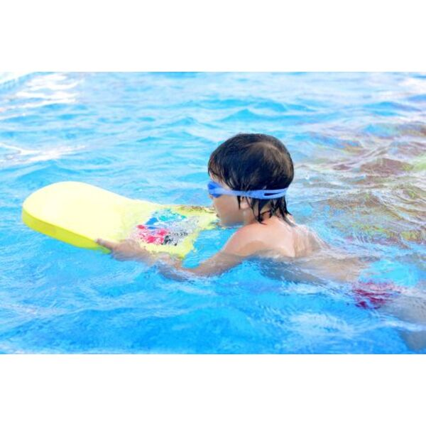 La piscine l 39 cole maternelle for Apprendre a plonger dans une piscine