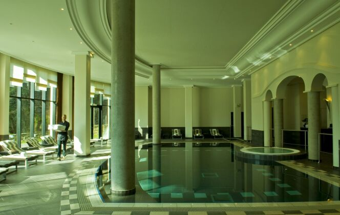 La piscine au spa du Pavillon de la Rotonde de Charbonnières-les-Bains est équipée d'une système de nage à contre-courant. DR