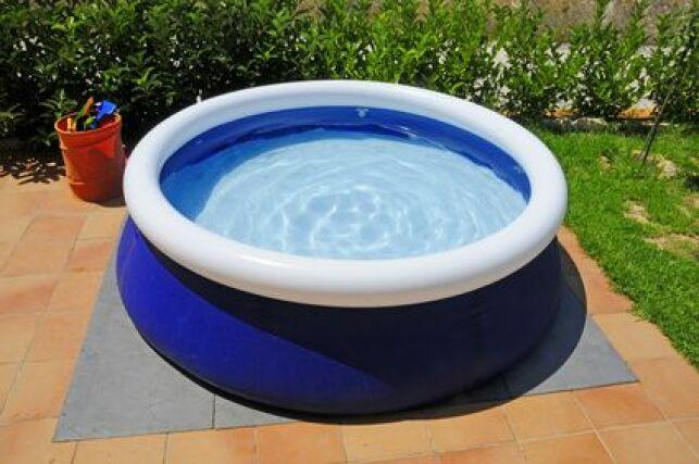 Une piscine autoportée se monte rapidement.