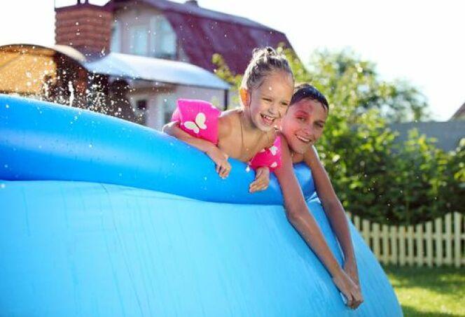 """La piscine boudin est économique et facile à installer. Elle fera la joie des petits et grands dans le jardin pendant l'été.<span class=""""normal italic petit"""">© Photobac</span>"""