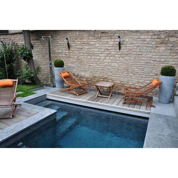 la piscine citadine forme angulaire. Black Bedroom Furniture Sets. Home Design Ideas