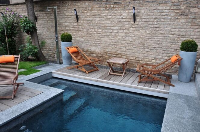 la piscine citadine forme angulaire piscine enterr e l. Black Bedroom Furniture Sets. Home Design Ideas