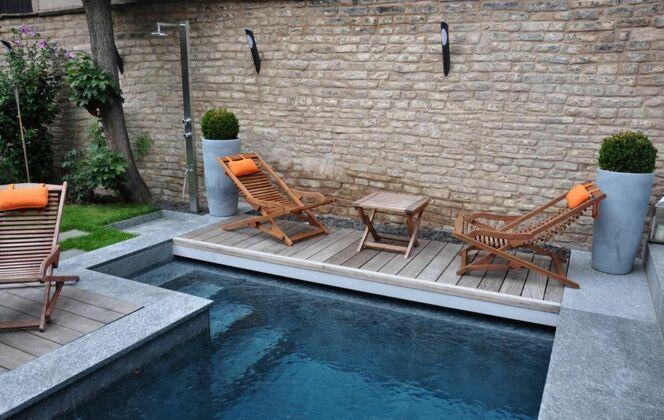 La piscine citadine forme angulaire par l'Esprit Piscine © L'Esprit piscine