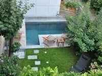 La piscine citadine forme angulaire
