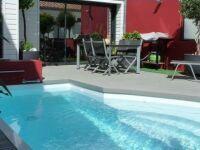 La piscine citadine forme libre