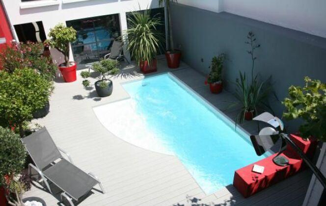 La piscine citadine forme libre par l'Esprit Piscine © L'Esprit Piscine