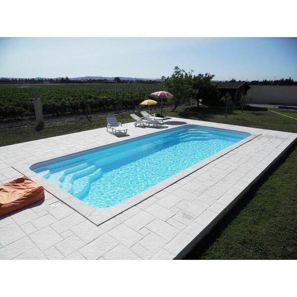 La piscine coque par arion piscines polyester for Piscine creusee coque