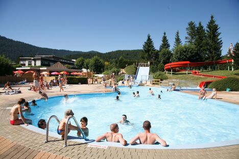 """La piscine d'Autrans<span class=""""normal italic petit"""">DR</span>"""