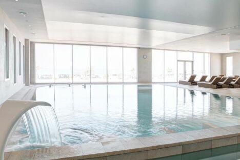 """La piscine d'eau de mer à la thalasso Previthal de Donville<span class=""""normal italic petit"""">DR</span>"""