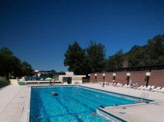 La piscine d'été à Bagnoles de l'Orne