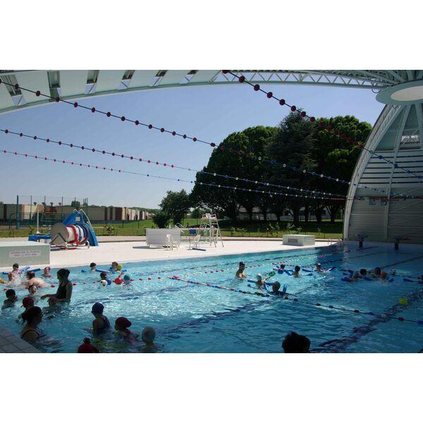 Guide des piscines elegant piscine municipale gareoult for Piscine olympique nice