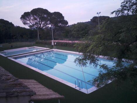 """La piscine d'Uzès<span class=""""normal italic petit"""">DR</span>"""