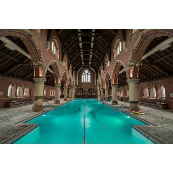 Repton park une glise transform e en piscine londres for Piscine 25m