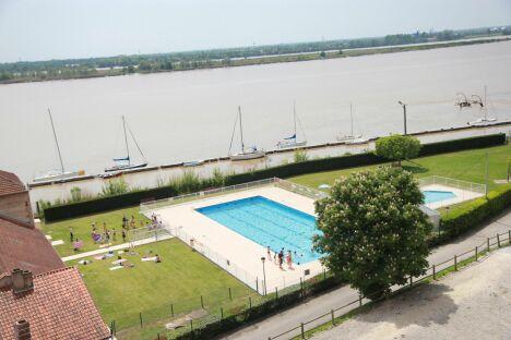 "La piscine de Bourg<span class=""normal italic petit"">DR</span>"