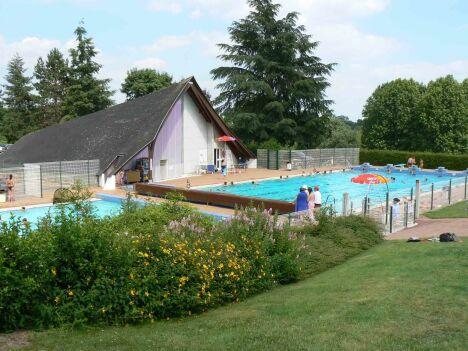 """La piscine de Châteauneuf sur Sarthe<span class=""""normal italic petit"""">DR</span>"""
