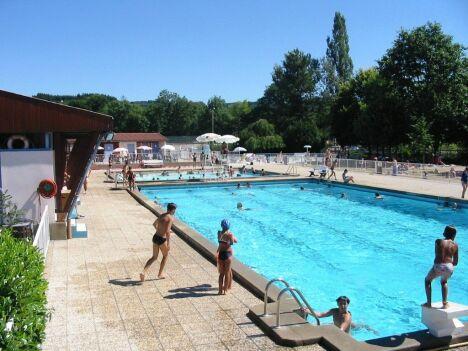 """La piscine de Chauffailles et son solarium<span class=""""normal italic petit"""">DR</span>"""