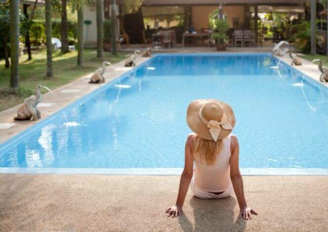 """La """"Piscine de demain"""" : développement durable et économies d'énergie, pour une piscine """"basse consommation""""."""