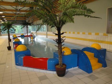 """La piscine de Dompierre sur Besbre propose des activités pour les enfants.<span class=""""normal italic petit"""">DR</span>"""