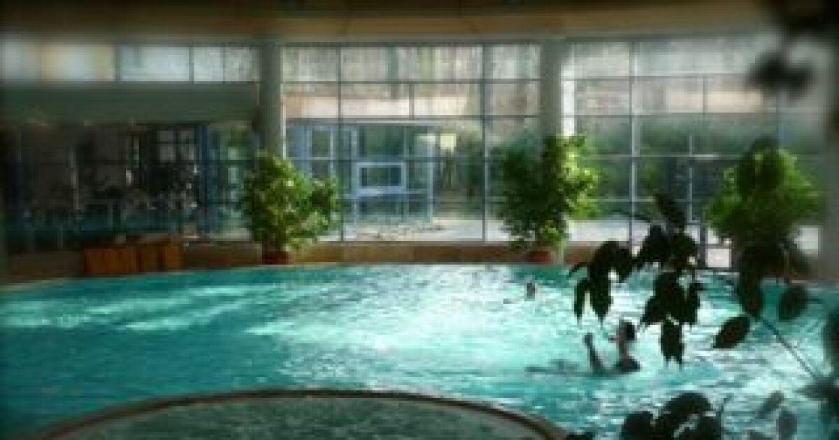 Salle de sport avec piscine spa la cour de honau la for Piscine a salles