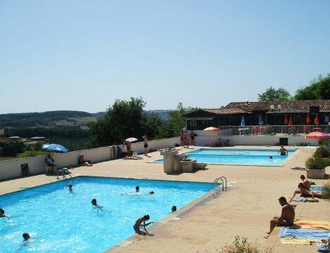 """La piscine de Puymirol possède deux bassins et une pataugeoire pour les enfants.<span class=""""normal italic petit"""">DR</span>"""
