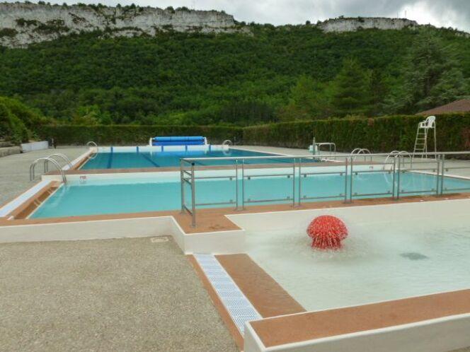 La piscine de St Antonin Noble Val