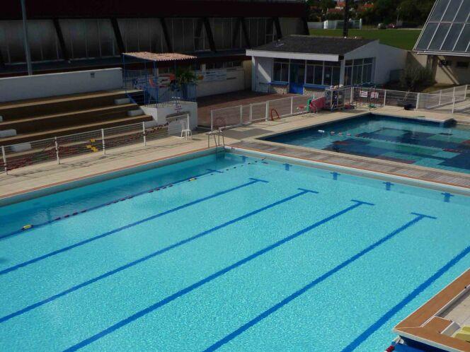 La piscine de Surgères possèdent plusieurs bassins de natation découverts.
