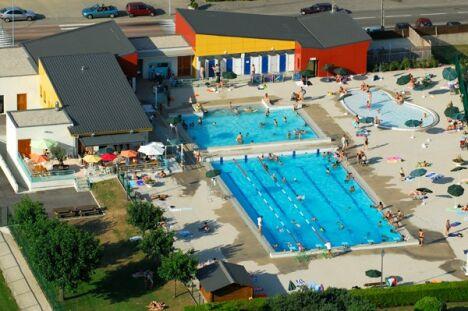"""La piscine de Tullins<span class=""""normal italic petit"""">© Lucien Tavares</span>"""