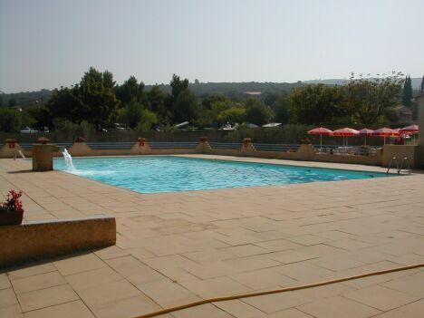 """La piscine de Villes sur Auzon<span class=""""normal italic petit"""">DR</span>"""