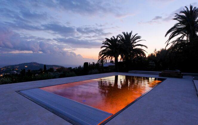 La piscine design avec volet par L'Esprit Piscine © L'Esprit piscine