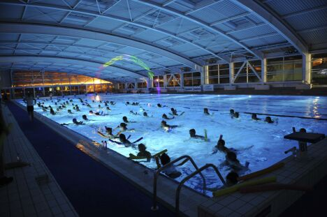 """La piscine du centre nautique d'Oyonnax (toit fermé)<span class=""""normal italic petit"""">DR</span>"""
