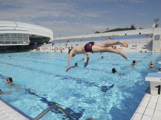 La piscine du centre nautique d'Oyonnax (toit ouvert)