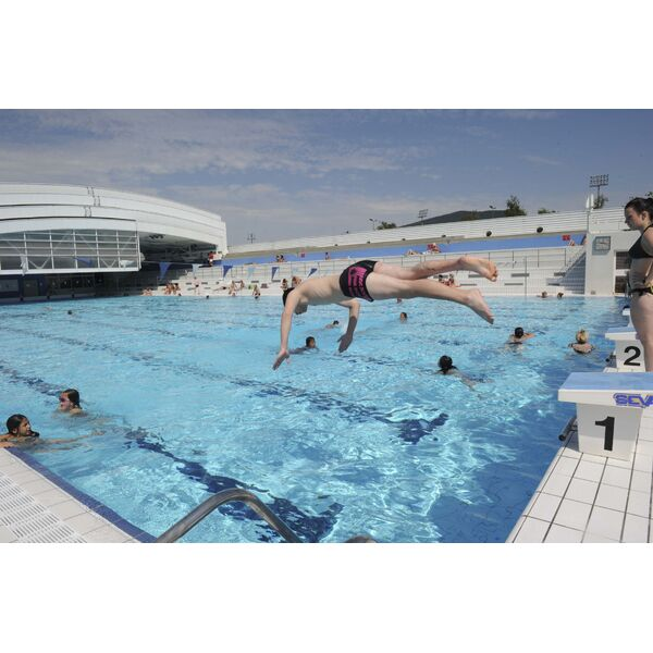 Centre nautique piscine oyonnax horaires tarifs et for Piscine bourges horaires