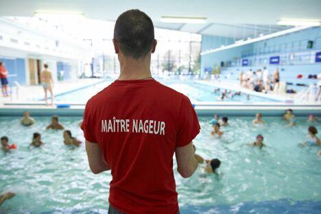 """La piscine du Centre Sportif des Raguidelles à Suresnes<span class=""""normal italic petit"""">© Tiphaine Lanvin</span>"""
