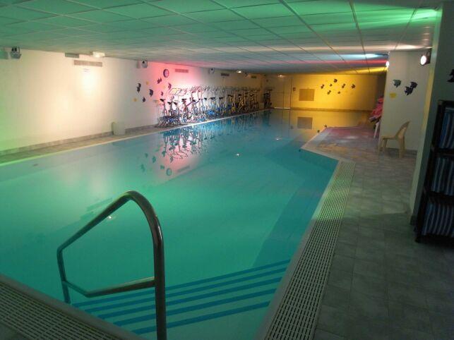 La piscine du Club Moving à Mours